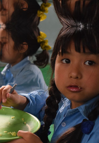 Hot meals in school in Nepal